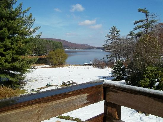 Inn At Deep Creek: Off the upper deck looking toward the lake!