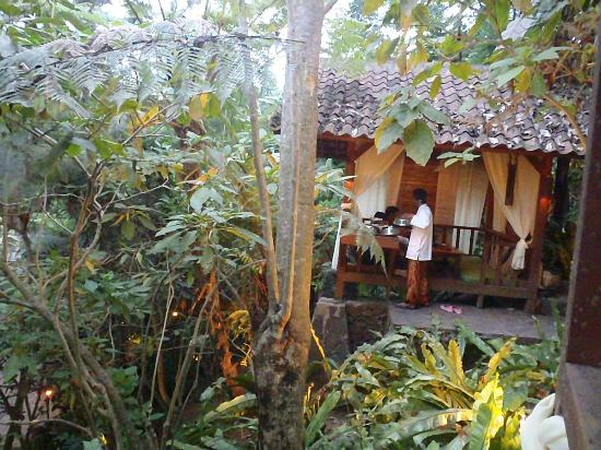 Kampung Daun: We enjoy our meals in this hearty hut