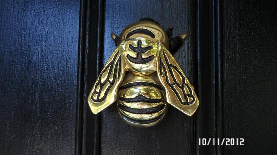 Candleberry Inn bee door knocker