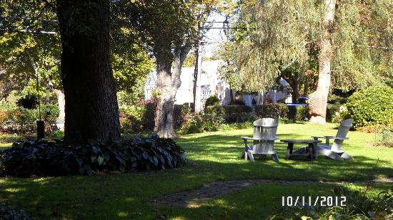 The relaxing grounds at the Candleberry Inn