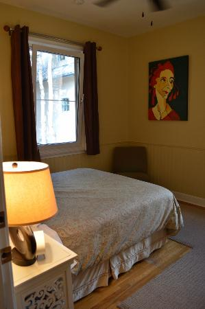 A Banff Boutique Inn - Pension Tannenhof: Alternative view of Room