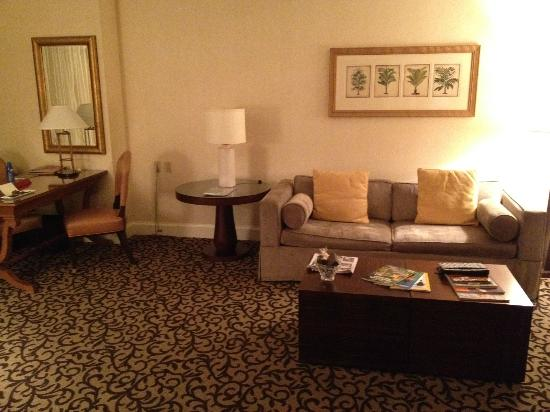 Four Seasons Hotel Las Vegas: Living Room couch