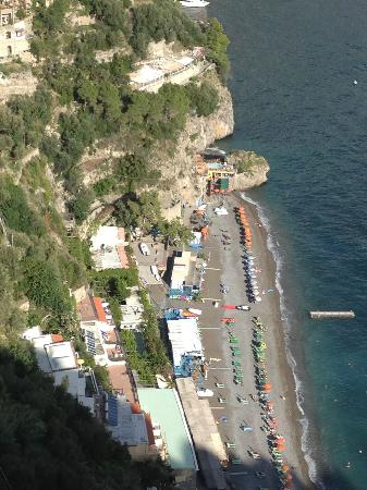 Le Agavi Hotel: View to Positano from pool area