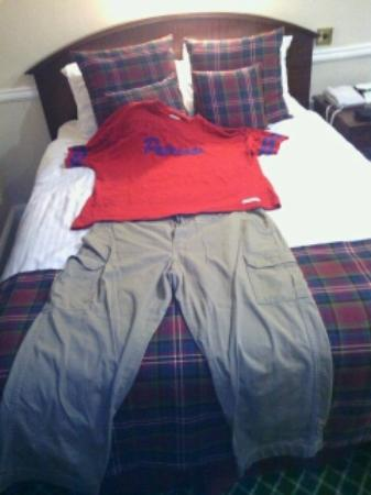 BEST WESTERN Scores Hotel: Clothes belonging to a previous occupant which were still in a drawer