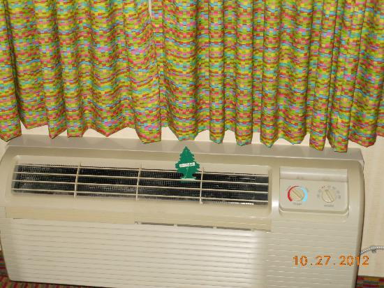 Breakers Express: Air freshener to cover the stink of the room - To the next people in room 1147, you&#39;re welcome!
