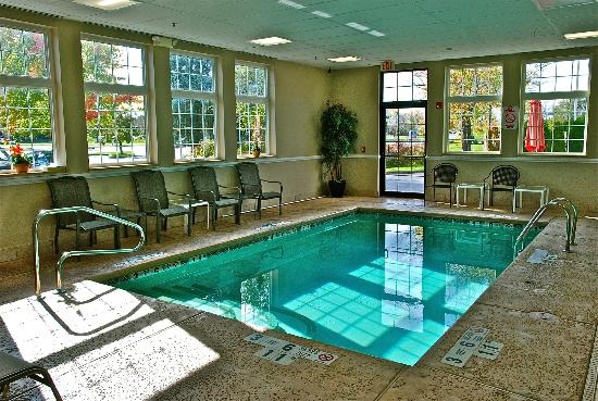 Comfort Inn University: Indoor Heated Pool