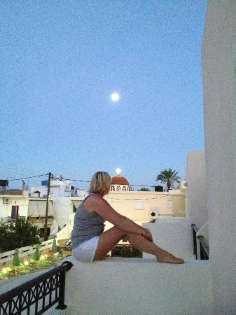 Olive Grove Apartments: Our view as the Sun went down and The Moon came up and the church was illuminated!