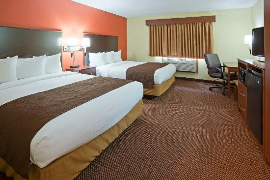 AmericInn Lodge & Suites Fergus Falls _ Conference Center: Deluxe Two Queen Room