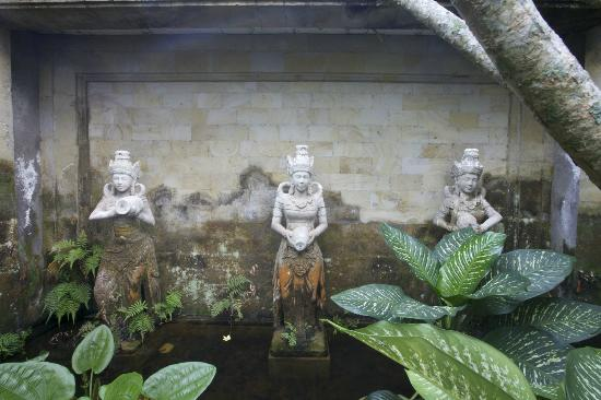 The Mansion Resort Hotel &amp; Spa: The Mansion Sculptures