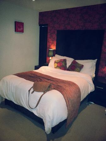 Blue Rainbow ApartHotel - Manchester Central: loved this bed!