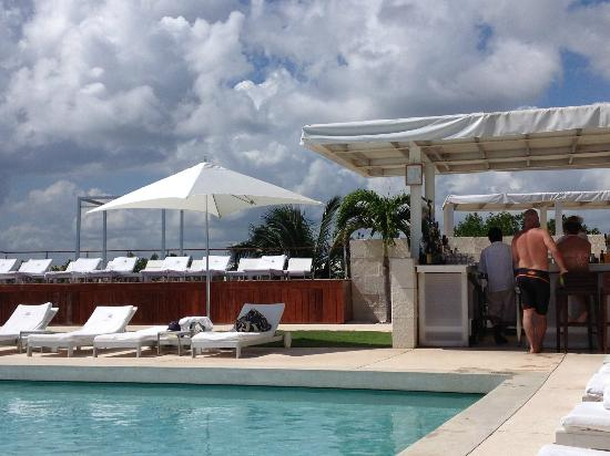 Blue Diamond Riviera Maya by BlueBay: pool bar