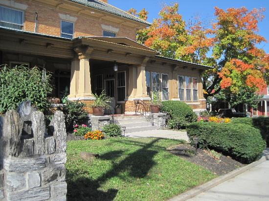 Walton Manor Inn Bed & Breakfast: 4 Miles from Hershey PA Attractions