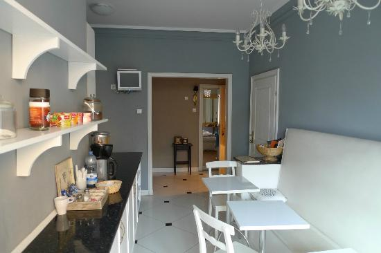 Angel House Bed & Breakfast: cucina comune