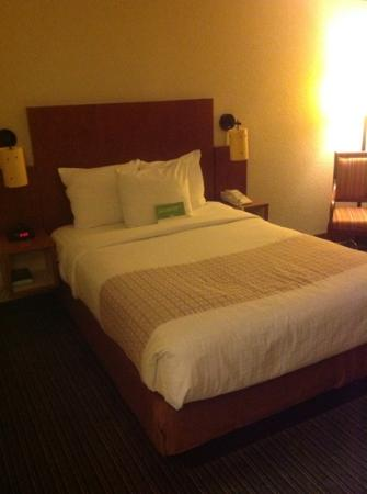 La Quinta Inn & Suites Charlotte Airport North: Single Double Bedroom