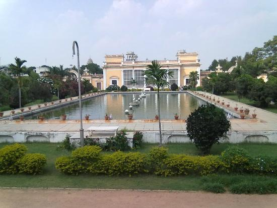 Chowmahalla Palace: Courtyard-A fountain in front of Afzal Mahal