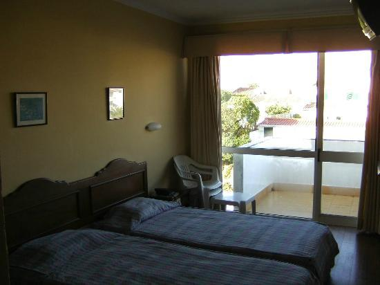 Montemar: Twin room with balcony