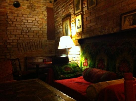 Sir Toby's Hostel: Cozy Basement