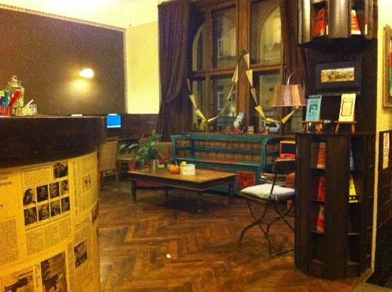 Sir Toby's Hostel: Front Desk