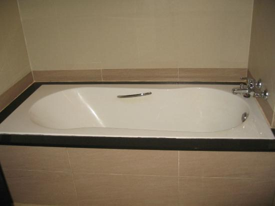   : Bathtub
