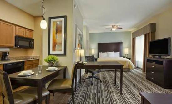 Homewood Suites by Hilton Cedar Rapids North: King Suite