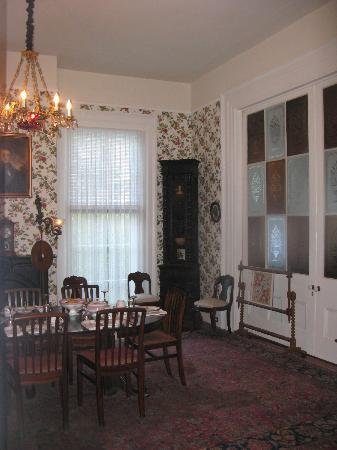 J.N. Stone House Musicale B&B: Dining room