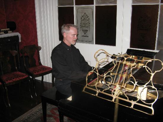 J.N. Stone House Musicale B&B: Joseph during piano concert in Parlour