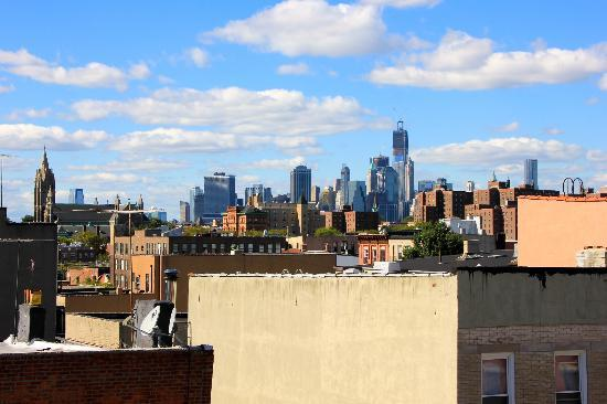 Super 8 Brooklyn: View from 4th floor over Manhattan