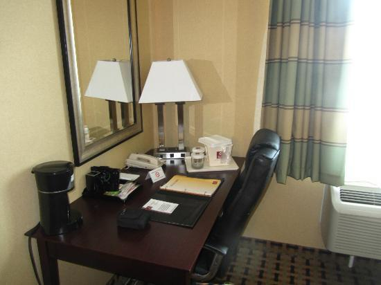 Clarion Inn & Suites Atlantic City North: Work Desk