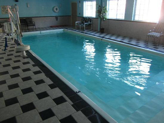 Clarion Inn &amp; Suites Atlantic City North: Pool