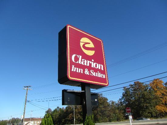 Clarion Inn &amp; Suites Atlantic City North: Sign out Front