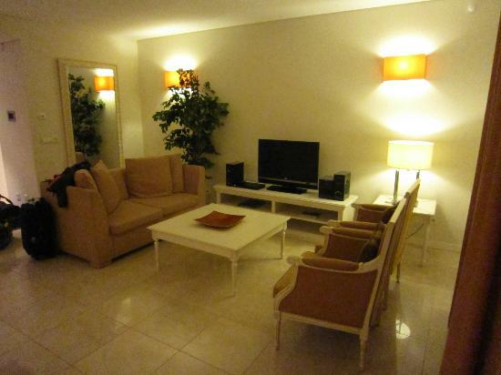 Monte Santo Resort: 2 bed apartment: living room