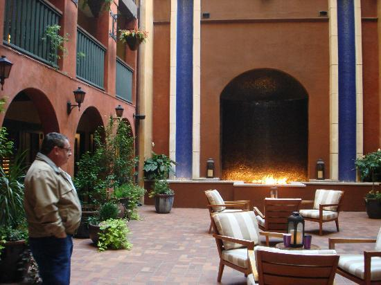 Hotel Valencia Riverwalk: Courtyard