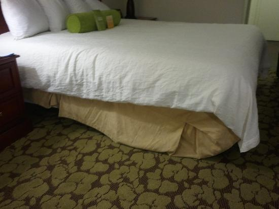 Hilton Garden Inn Lafayette/Cajundome: Remedial bedmaking class needed
