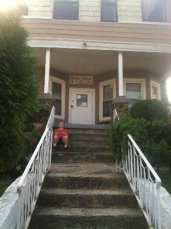The Harbor House: Front steps
