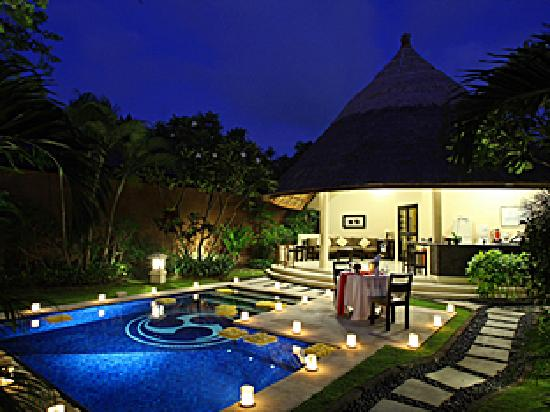 Dusun Villas Bali: One bedroom villa - evening