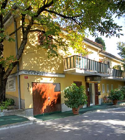 Maygut Apartments