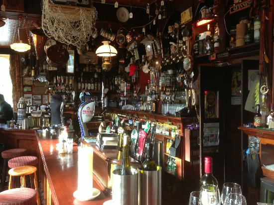 Crosshaven, Irlanda: The Bar !