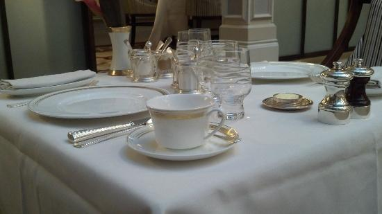 The Lanesborough, a St. Regis Hotel: Restaurant Table Setting
