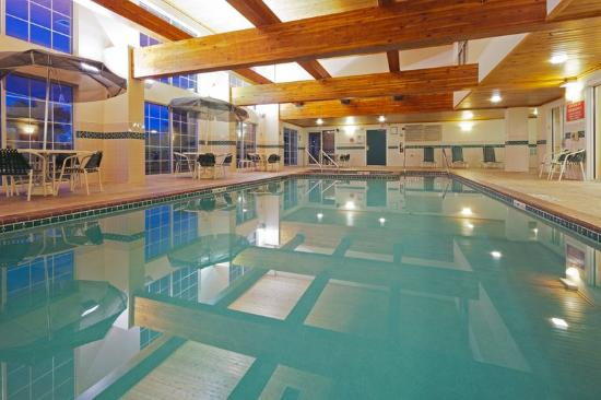 Country Inn & Suites by Carlson Milwaukee Airport: CountryInn&Suites MilwaukeeArpt Pool