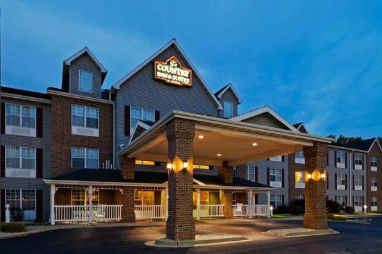 Country Inn & Suites by Carlson Milwaukee Airport: CountryInn&Suites MilwaukeeArpt ExteriorNight