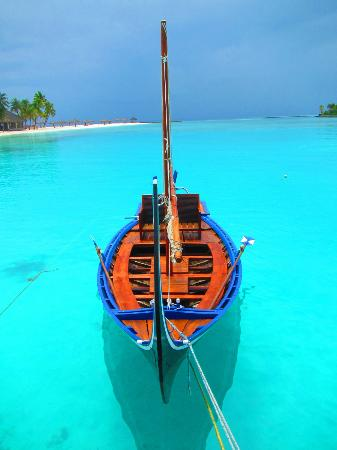Veligandu Island Resort: A boat by main dock