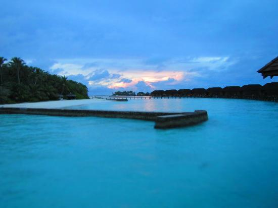 Veligandu Island Resort: During sunrise