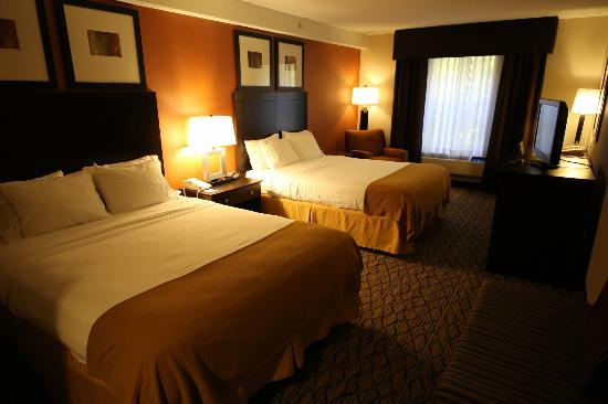 Holiday Inn Express &amp; Suites: Guest Room