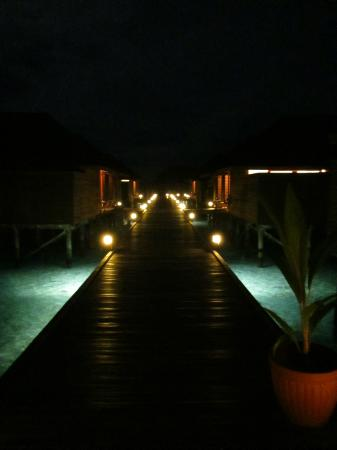 Veligandu Island Resort: Water villas by night