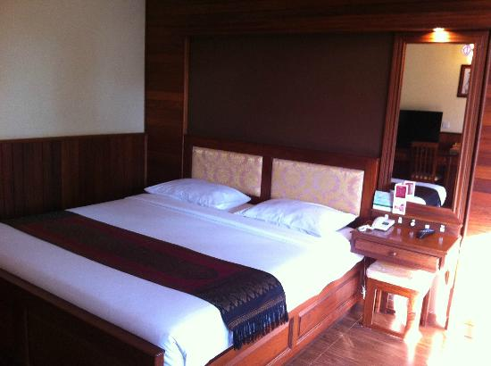 City River Hotel: Comfortable bed