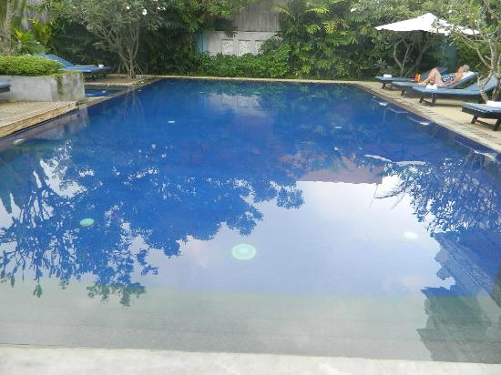 Frangipani Villa Hotel II: The swimming pool, divine!