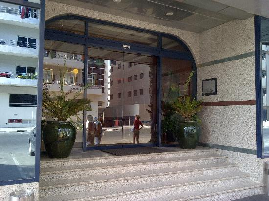 Entrada picture of london creek hotel apartments dubai for London hotel dubai