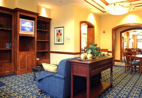 Residence Inn Norfolk Airport: Library