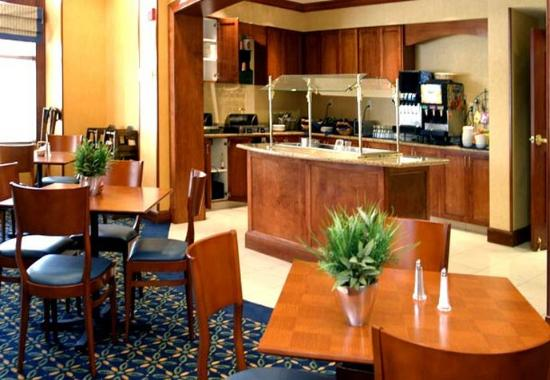 Residence Inn Norfolk Airport: Breakfast Area