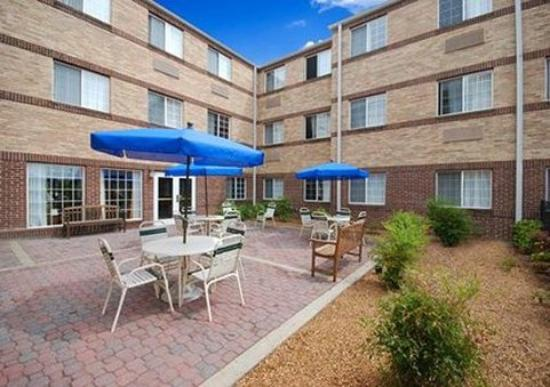 MainStay Suites Brentwood: Patio